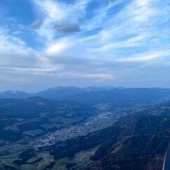 Flugwegposition um 16:42:10: Aufgenommen in der Nähe von Gemeinde Krieglach, Krieglach, Österreich in 1764 Meter