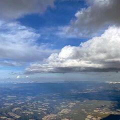 Flugwegposition um 15:30:03: Aufgenommen in der Nähe von Gemeinde St. Urban, Österreich in 3037 Meter