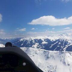 Flugwegposition um 12:04:21: Aufgenommen in der Nähe von Gemeinde Aurach bei Kitzbühel, Aurach bei Kitzbühel, Österreich in 2111 Meter