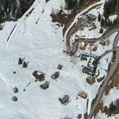 Flugwegposition um 13:40:00: Aufgenommen in der Nähe von Gemeinde Berg im Drautal, Österreich in 2333 Meter