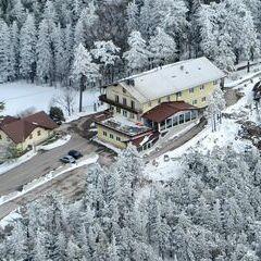 Flugwegposition um 12:47:38: Aufgenommen in der Nähe von Gemeinde Miesenbach, Österreich in 1184 Meter