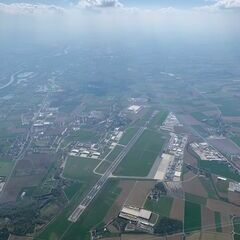 Flugwegposition um 13:38:51: Aufgenommen in der Nähe von Gemeinde Pasching, Österreich in 1963 Meter