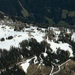 Flugwegposition um 12:16:34: Aufgenommen in der Nähe von Gemeinde Berg im Drautal, Österreich in 2438 Meter