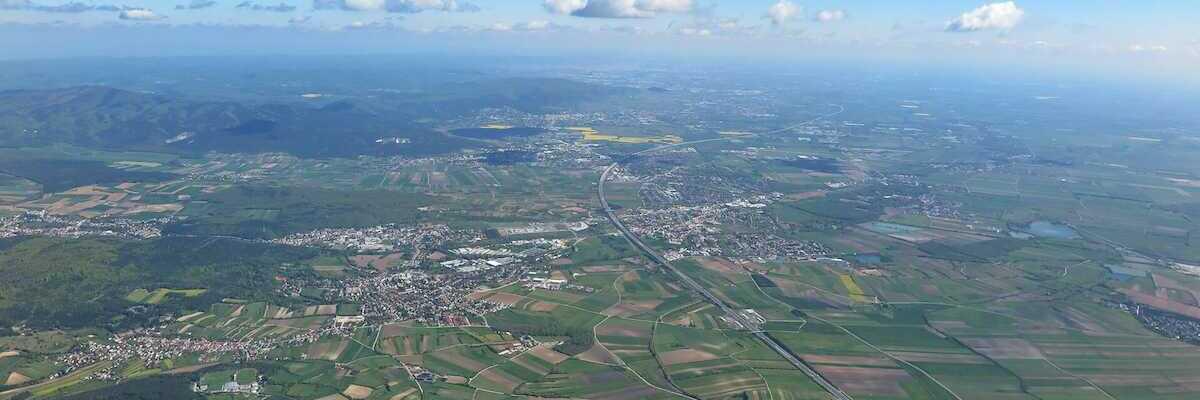 Flugwegposition um 08:10:50: Aufgenommen in der Nähe von Gemeinde Matzendorf-Hölles, Österreich in 1873 Meter
