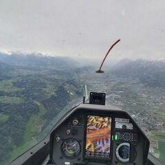 Flugwegposition um 09:09:49: Aufgenommen in der Nähe von Gemeinde Mils, Mils, Österreich in 1698 Meter