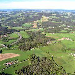 Flugwegposition um 14:59:53: Aufgenommen in der Nähe von Thomasberg, Österreich in 1204 Meter