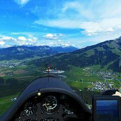 Flugwegposition um 14:03:47: Aufgenommen in der Nähe von Gemeinde Going am Wilden Kaiser, Going am Wilden Kaiser, Österreich in 1220 Meter
