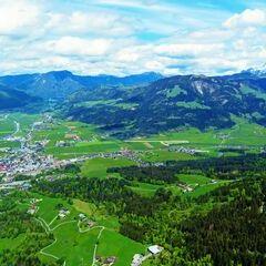 Flugwegposition um 11:50:07: Aufgenommen in der Nähe von Gemeinde St. Johann in Tirol, St. Johann in Tirol, Österreich in 1267 Meter