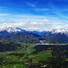 Flugwegposition um 12:20:25: Aufgenommen in der Nähe von Gemeinde Fieberbrunn, 6391 Fieberbrunn, Österreich in 1992 Meter
