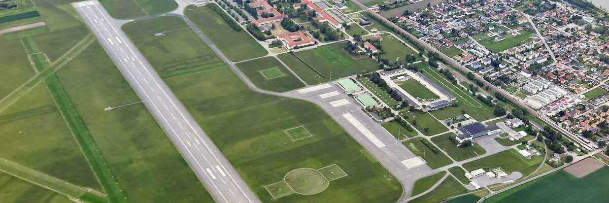 Flugwegposition um 10:11:25: Aufgenommen in der Nähe von Gemeinde Muckendorf-Wipfing, Österreich in 1073 Meter