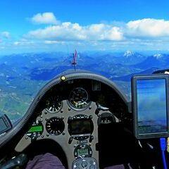 Flugwegposition um 13:40:43: Aufgenommen in der Nähe von Bad Tölz-Wolfratshausen, Deutschland in 2449 Meter