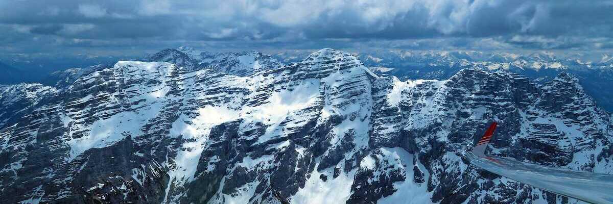 Flugwegposition um 11:18:37: Aufgenommen in der Nähe von Gemeinde Waidring, 6384 Waidring, Österreich in 2414 Meter