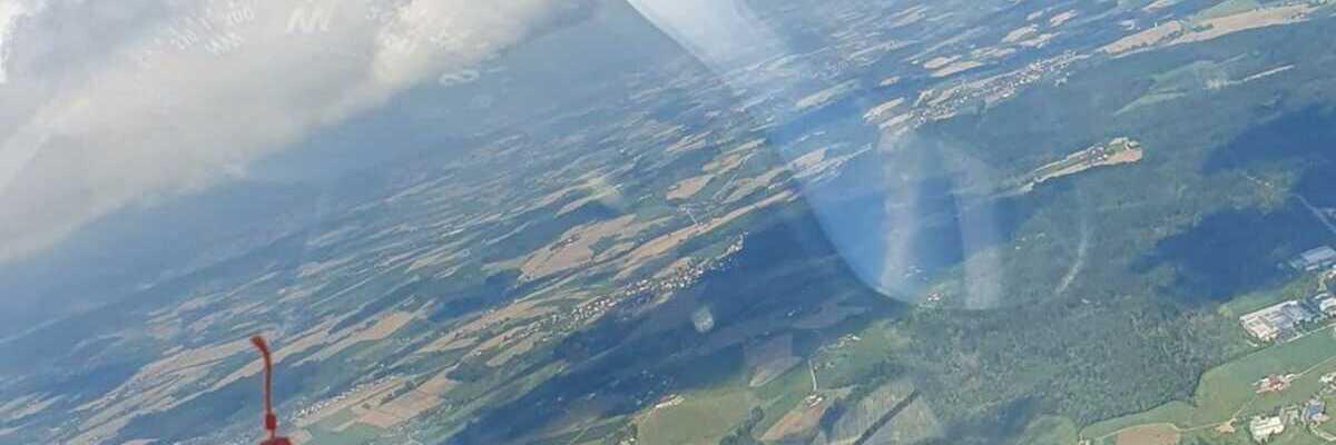Flugwegposition um 07:57:34: Aufgenommen in der Nähe von Kreisfreie Stadt Passau, Deutschland in 1445 Meter
