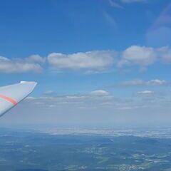 Flugwegposition um 13:40:17: Aufgenommen in der Nähe von Gemeinde Altenmarkt an der Triesting, Österreich in 1614 Meter
