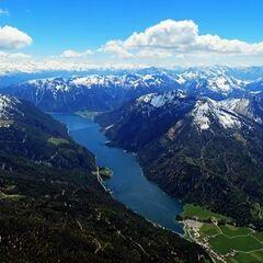 Flugwegposition um 12:01:34: Aufgenommen in der Nähe von Gemeinde Steinberg am Rofan, Österreich in 2581 Meter