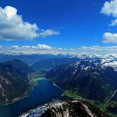 Flugwegposition um 13:25:29: Aufgenommen in der Nähe von Gemeinde Eben am Achensee, Österreich in 2366 Meter