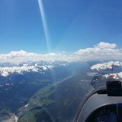 Flugwegposition um 12:23:42: Aufgenommen in der Nähe von Gemeinde Assling, Österreich in 3295 Meter