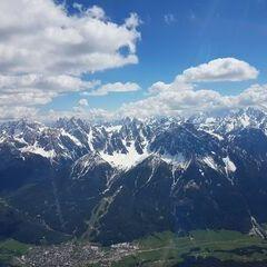 Flugwegposition um 12:56:58: Aufgenommen in der Nähe von 39034 Toblach, Südtirol, Italien in 3182 Meter