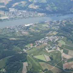 Flugwegposition um 10:47:54: Aufgenommen in der Nähe von Gemeinde Maria Taferl, Österreich in 2004 Meter