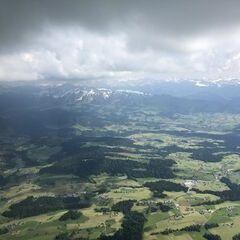 Flugwegposition um 14:22:15: Aufgenommen in der Nähe von Gemeinde Sulzberg, Österreich in 2002 Meter