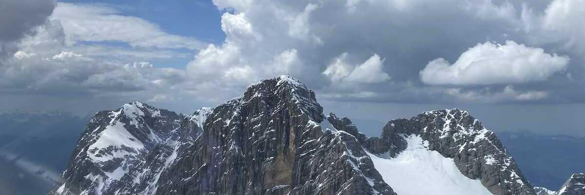 Flugwegposition um 12:44:58: Aufgenommen in der Nähe von Gemeinde Ramsau am Dachstein, 8972, Österreich in 2758 Meter