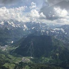Flugwegposition um 12:19:33: Aufgenommen in der Nähe von Gemeinde Arnoldstein, Arnoldstein, Österreich in 2439 Meter