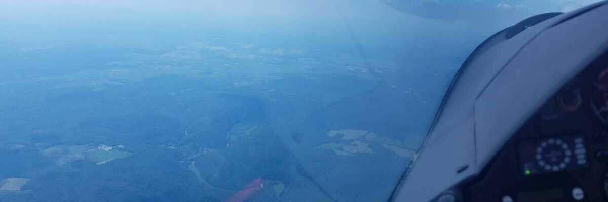 Flugwegposition um 12:45:56: Aufgenommen in der Nähe von Okres Znojmo, Tschechien in 1850 Meter