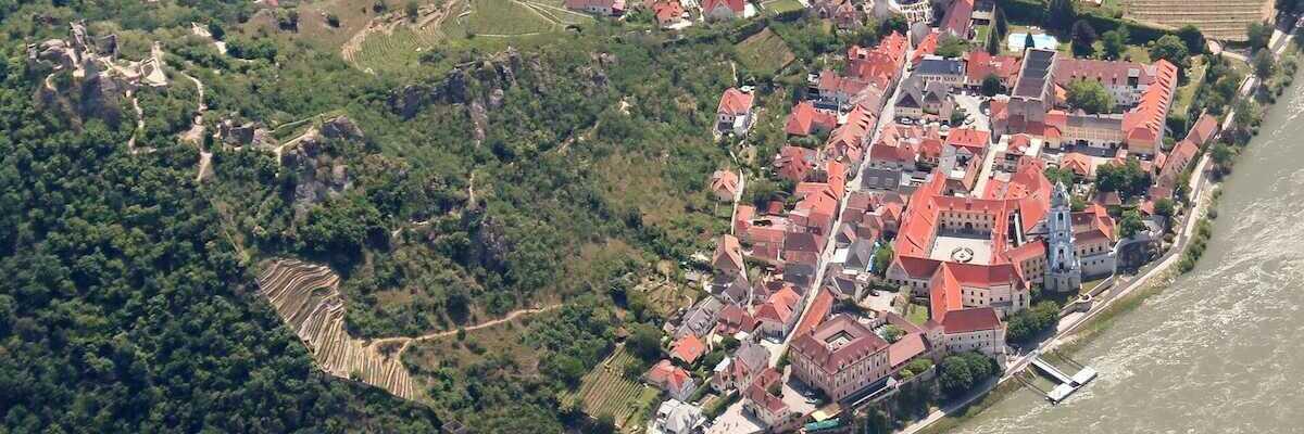 Flugwegposition um 09:47:45: Aufgenommen in der Nähe von Gemeinde Dürnstein, 3601 Dürnstein, Österreich in 1939 Meter