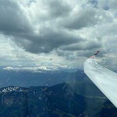 Flugwegposition um 10:43:07: Aufgenommen in der Nähe von Gemeinde Grundlsee, 8993, Österreich in 2130 Meter
