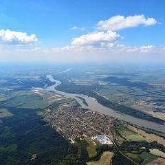 Flugwegposition um 12:50:12: Aufgenommen in der Nähe von Kleingebiet Győr, Ungarn in 1412 Meter