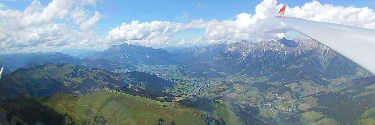 Flugwegposition um 13:12:38: Aufgenommen in der Nähe von Gemeinde Bruck an der Großglocknerstraße, Bruck an der Großglocknerstraße, Österreich in 2626 Meter