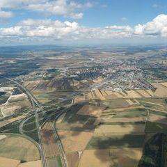 Flugwegposition um 10:33:09: Aufgenommen in der Nähe von Wiener Neustadt, Österreich in 1104 Meter