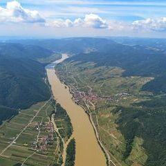 Flugwegposition um 09:56:21: Aufgenommen in der Nähe von Gemeinde Dürnstein, 3601 Dürnstein, Österreich in 1284 Meter