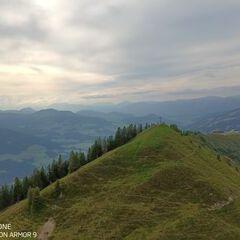 Flugwegposition um 15:41:33: Aufgenommen in der Nähe von Gemeinde Brixen im Thale, Österreich in 1960 Meter
