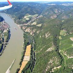 Flugwegposition um 14:52:47: Aufgenommen in der Nähe von Gemeinde Schönbühel-Aggsbach, Österreich in 867 Meter