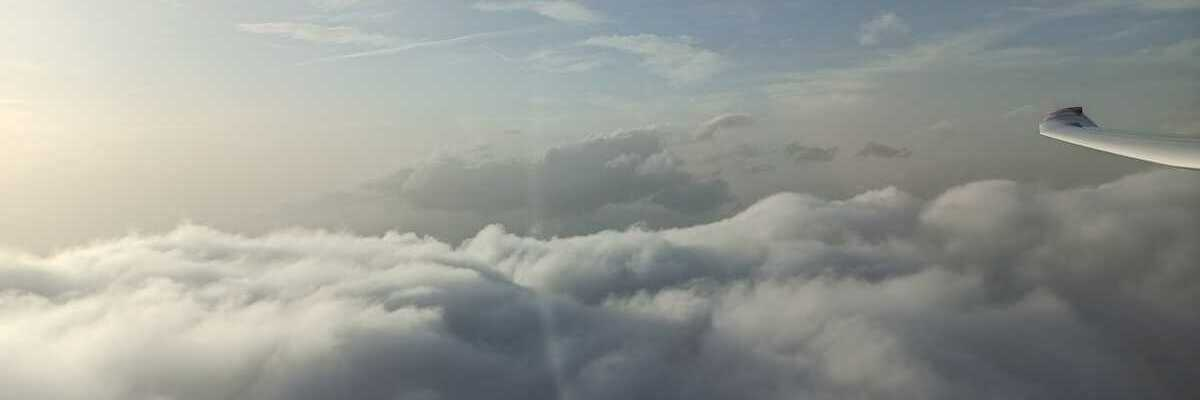 Flugwegposition um 18:09:19: Aufgenommen in der Nähe von Gemeinde Navis, Navis, Österreich in 3684 Meter
