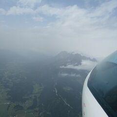 Flugwegposition um 11:49:17: Aufgenommen in der Nähe von Gemeinde Kirchdorf in Tirol, Österreich in 2492 Meter