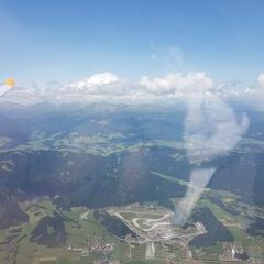 Flugwegposition um 13:00:20: Aufgenommen in der Nähe von Gemeinde Zeltweg, Zeltweg, Österreich in 2460 Meter