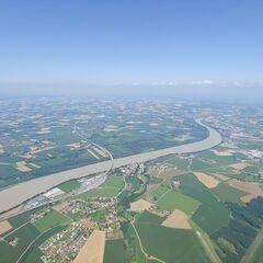 Flugwegposition um 10:21:11: Aufgenommen in der Nähe von Gemeinde St. Marienkirchen bei Schärding, Österreich in 1342 Meter