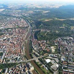 Flugwegposition um 15:52:53: Aufgenommen in der Nähe von Kreisfreie Stadt Würzburg, Würzburg, Deutschland in 916 Meter