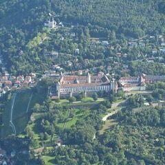 Flugwegposition um 15:52:49: Aufgenommen in der Nähe von Kreisfreie Stadt Würzburg, Würzburg, Deutschland in 916 Meter