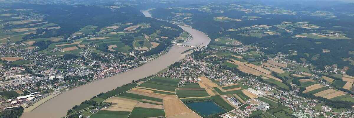 Flugwegposition um 10:03:01: Aufgenommen in der Nähe von Gemeinde Ybbs an der Donau, Ybbs an der Donau, Österreich in 992 Meter