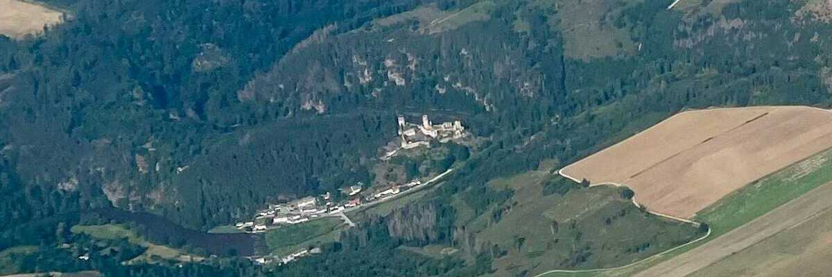 Flugwegposition um 14:25:40: Aufgenommen in der Nähe von Gemeinde Ludweis-Aigen, Österreich in 2037 Meter