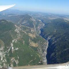 Flugwegposition um 14:23:23: Aufgenommen in der Nähe von Arrondissement de Castellane, Frankreich in 1986 Meter
