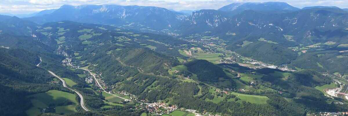 Flugwegposition um 11:30:20: Aufgenommen in der Nähe von Gemeinde Raach am Hochgebirge, 2640, Österreich in 1458 Meter