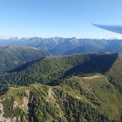 Flugwegposition um 15:23:14: Aufgenommen in der Nähe von Gemeinde Obertilliach, 9942 Obertilliach, Österreich in 2215 Meter