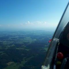 Flugwegposition um 15:27:25: Aufgenommen in der Nähe von Gemeinde Neumarkt im Mühlkreis, Österreich in 1565 Meter