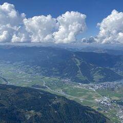 Flugwegposition um 12:33:50: Aufgenommen in der Nähe von Gemeinde Fusch an der Großglocknerstraße, 5672 Fusch an der Großglocknerstraße, Österreich in 2562 Meter