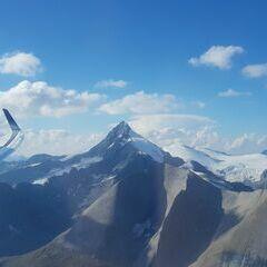 Flugwegposition um 15:18:21: Aufgenommen in der Nähe von Gemeinde Kals am Großglockner, 9981, Österreich in 3280 Meter
