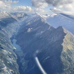 Flugwegposition um 14:27:15: Aufgenommen in der Nähe von Gemeinde Mayrhofen, Österreich in 3232 Meter